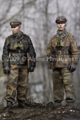 Alpine Miniatures[AM35077]LAH Officers in the Ardennes Set (2 figures)
